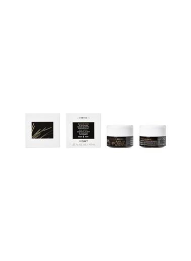 Korres Korres Black Pine 3D Tüm Cilt Tipleri İçin 40 ml Gece Kremi Renksiz